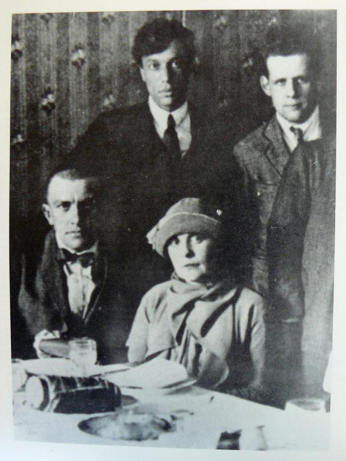 19 Aprile 1927, Vladimir Majakovskij a Lili Brik